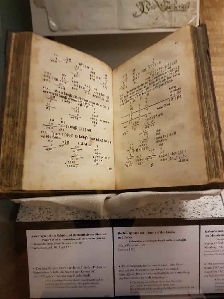 учебник арифметики, который датирован 1570 годом